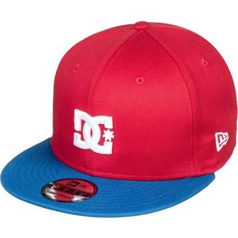 Cappellino visiera piatta rosso snapback con visiera blu Empire Fielder di DC Shoes