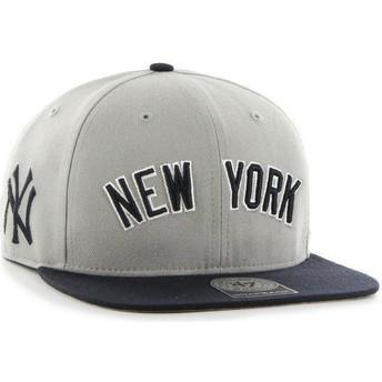 Cappellino visiera piatta grigio snapback con logo laterale di MLB New York Yankees di 47 Brand