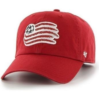 Cappellino visiera curva rosso con logo frontale grande di New England Revolution FC di 47 Brand