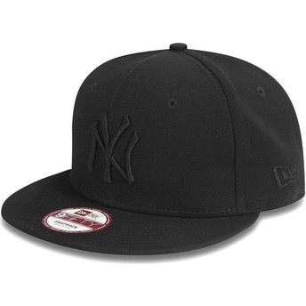 Cappellino visiera piatta nero snapback 9FIFTY Black on Black di New York Yankees MLB di New Era